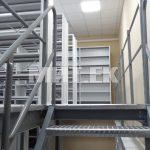 Библиотечные стеллажи с лестницей