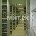Библиотечные стеллажи в библиотеке