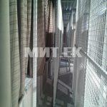 Перекатные сетки вдоль стены